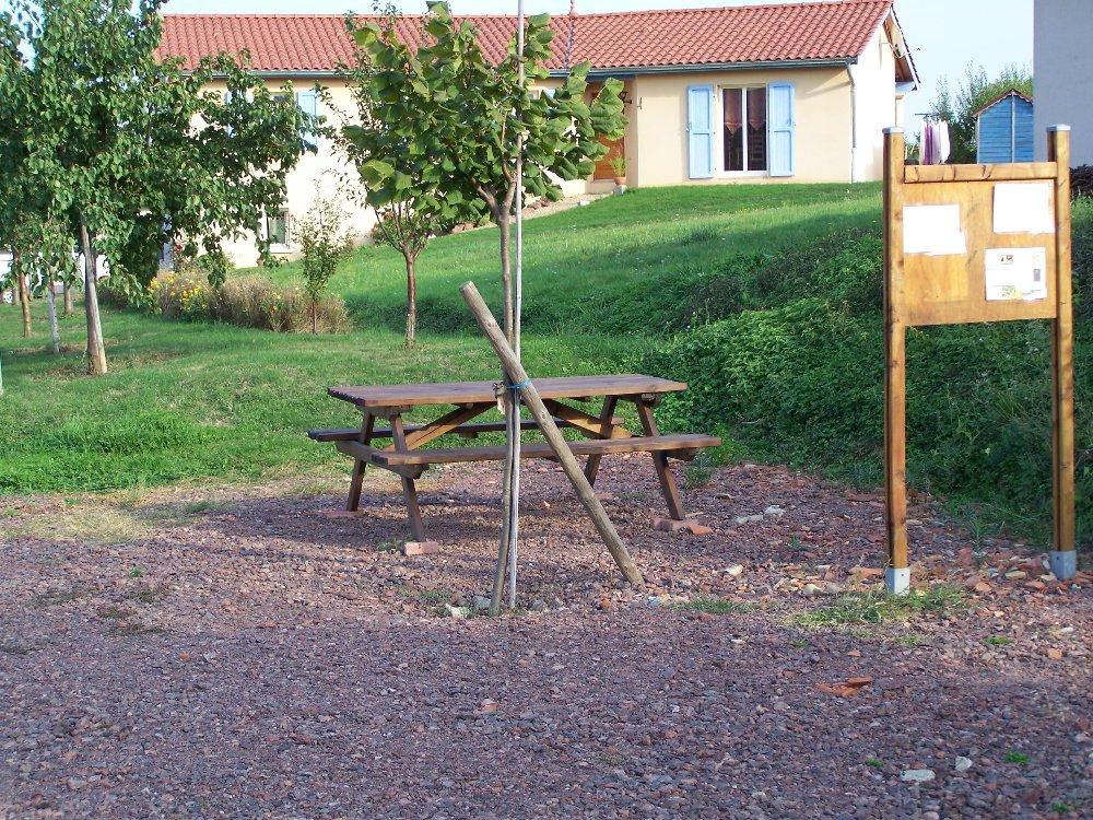 Aire camping-car à Salles-Arbuissonnas-en-Beaujolais (69460) - Photo 2